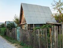 Деревянный загородный дом стоковые изображения rf