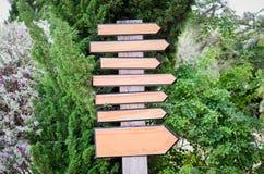 Деревянный знак стрелки Стоковые Изображения RF