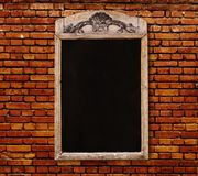 Деревянный знак с пустой черной доской меню Стоковые Изображения