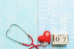 Деревянный календарь блока на день здоровья мира, 7-ое апреля Стоковые Фото