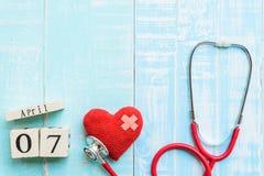 Деревянный календарь блока на день здоровья мира, 7-ое апреля Стоковые Изображения RF