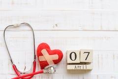 Деревянный календарь блока на день здоровья мира, 7-ое апреля Стоковое Изображение