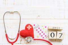 Деревянный календарь блока на день здоровья мира, 7-ое апреля Стоковое Фото
