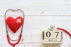 Деревянный календарь блока на день здоровья мира, 7-ое апреля Здравоохранение Стоковые Фото