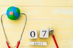 Деревянный календарь блока на день здоровья мира, 7-ое апреля Здравоохранение Стоковое Фото