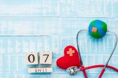 Деревянный календарь блока на день здоровья мира, 7-ое апреля Здравоохранение Стоковые Изображения