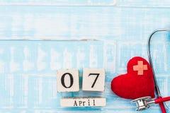 Деревянный календарь блока на день здоровья мира, 7-ое апреля Стоковая Фотография