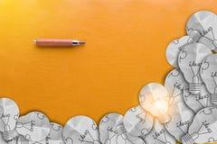Деревянный карандаш с желтым космосом предпосылки и экземпляра для вашего te Стоковые Фотографии RF