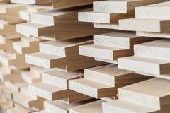 Деревянный конструкционный материал тимберса для предпосылки и текстуры детализирует деревянный шип продукции изделия из древесин стоковая фотография