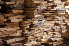 Деревянный конструкционный материал тимберса для предпосылки и текстуры стоковые изображения rf