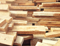 Деревянный конструкционный материал тимберса для предпосылки и текстуры стоковые фото