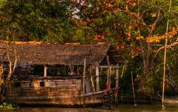 Деревянный корабль в перепаде Меконга, Вьетнам стоковая фотография rf