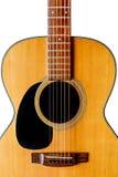 Деревянный крупный план акустической гитары изолированный стоковые фотографии rf