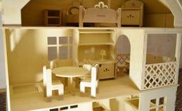 Деревянный кукольный домик стоковые фото