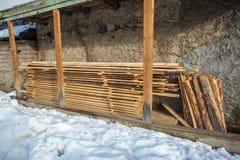 Деревянный материал под домашним балконом напольно Стоковая Фотография RF