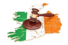 Деревянный молоток на карте Ирландии, перевода 3D Стоковое фото RF
