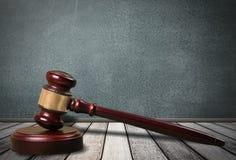 Деревянный молоток судьи, взгляд конца-вверх Стоковое фото RF