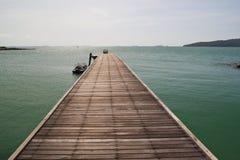 Деревянный мост в море Стоковые Фото