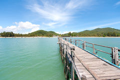 Деревянный мост в море Стоковое Изображение RF