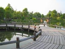 Деревянный мост в озере Стоковая Фотография
