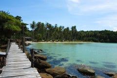 Деревянный мост на море стоковое изображение rf