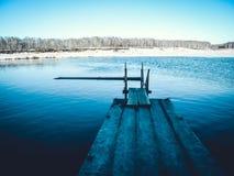 Деревянный мост над рекой в парке Стоковая Фотография RF