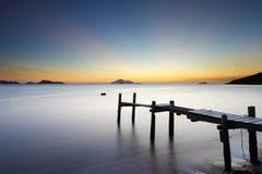 Деревянный мост с морем стоковое фото rf