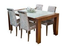 Деревянный обеденный стол и стулья изолированные на белой предпосылке Стоковое Изображение RF