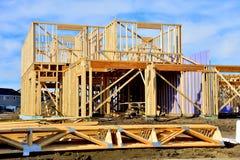 Деревянный обрамлять нового дома мечты стоковое фото rf