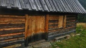 Деревянный дом в горе Стоковое Изображение RF