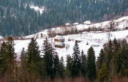 Деревянный дом в лесе зимы Стоковое фото RF