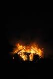 Деревянный дом в пламенах Стоковая Фотография