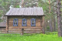 Деревянный дом западных сибирских людей Shors Стоковое Изображение