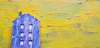Деревянный дом на желтой живописной предпосылке Стоковое Фото