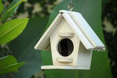 Деревянный дом птицы Стоковые Изображения RF