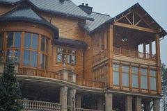 Деревянный дом, фонарик, снег Стоковая Фотография RF