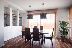 Деревянный партер в dinning комнате стоковая фотография
