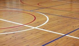 Деревянный пол залы спортов стоковое изображение rf