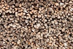 Деревянный подготавливайте на зима Экологическое деревянное топление Работа в лесохозяйстве Стоковое Изображение RF