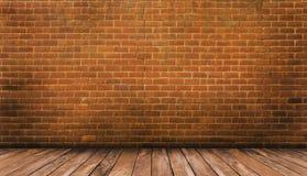 Деревянный пол и красная кирпичная стена Стоковые Изображения RF