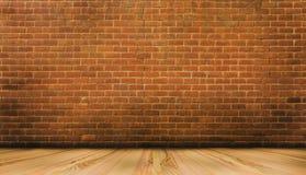 Деревянный пол и красная кирпичная стена Стоковые Изображения