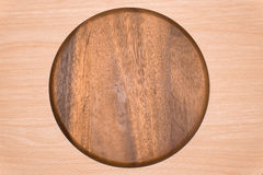 Деревянный поднос на предпосылке таблицы Стоковые Фотографии RF