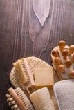Деревянный пучок мыла бара люфы щетки ногтя massager дальше Стоковое Фото