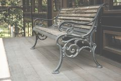деревянный стенд на террасе дома стул на патио дома ослабьте li Стоковое фото RF