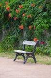 Деревянный стенд в парке Стоковое Изображение RF
