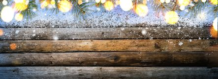Деревянный стол года сбора винограда Snowy Стоковое Фото