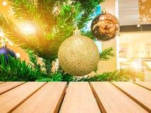 Деревянный стол для ваших текстуры и концепции продукта Стоковые Фото