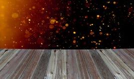 Деревянный стол с светлой стеной bokeh Стоковые Изображения