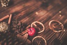 Деревянный стол с украшением рождества стоковые фото