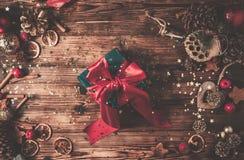 Деревянный стол с украшением рождества стоковое изображение